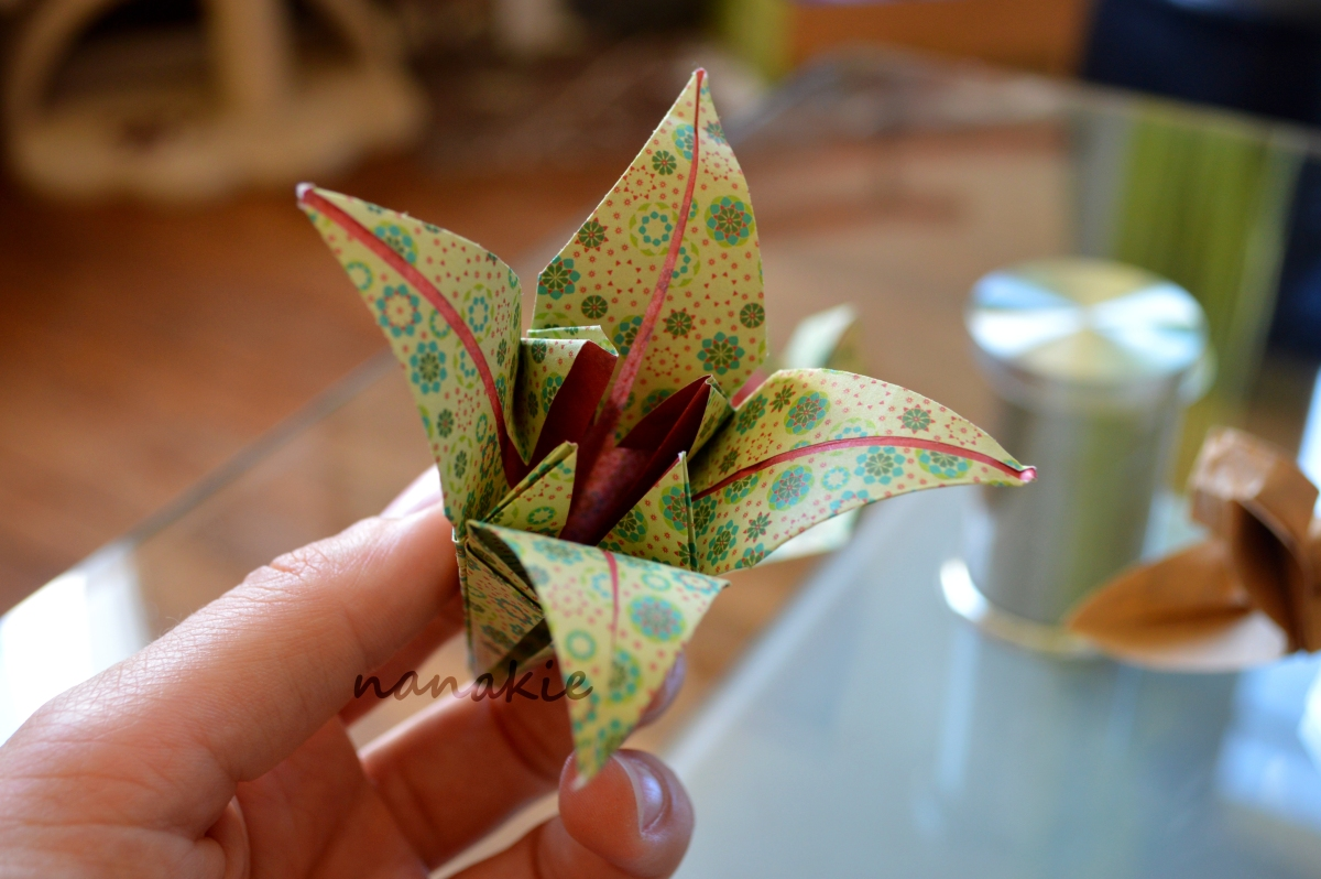 des fleurs d origami pour mon bouquet de mari e. Black Bedroom Furniture Sets. Home Design Ideas